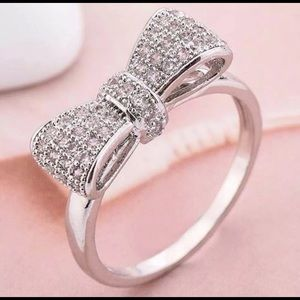 Jewelry - Crystal bow tie ring in silver.